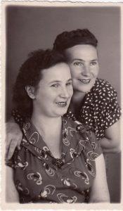 Вера и Гита Лесохины. 1938 г.
