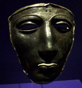 Маска римского офицера-кавалериста, погибшего в битве в Тевтобургском Лесу. Маска сделана из серебра и символизирует лик бога Марса