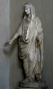 Гай Цезарь в тоге, совершающий жертвоприношение. Мрамор. Высота - 208 см. Инв. № 199.