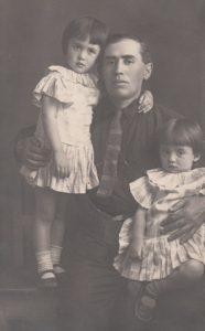 Яков Наумович Брук и дочери Фира и Лена. Баку. 1926 г.
