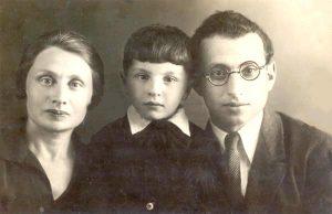Бронислава Леенсон (Броня – первая жена, погибшая вместе со своими двумя сыновьями), Владимир (старший сын) и Михаил Шапиро. Владимир был назван в честь Ленина, 1937 год, июнь, Москва