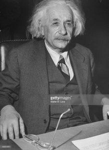 Альберт Эйнштейн во время выступления перед Англо-Американским комитетом по Палестине