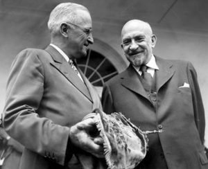 Два президента: первый Президент Израиля Хаим Вейцман с 33-м Президентом США Гарри Трумэном
