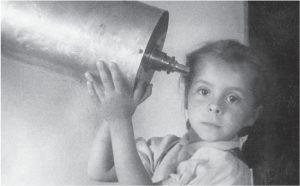 У телескопа моя дочь Алла. Сахалин, 1956 г.
