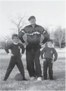 Евгений. Евтушенко с сыновями Женей и Митей. Талса, Оклахома, 1995 г.