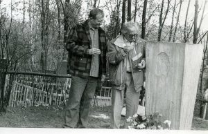 Евг. Евтушенко и Ю. Любимов у памятника Б. Пастернаку. Фото автора