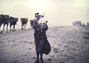 Элишева с Мирочкой на руках. Фото Ш. Корбмана