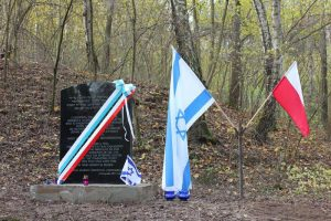Открытие памятной доски возле еврейского кладбища