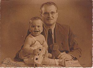 Элиягу Мейтус с внуком Йорамом (Фотография из архива Йорама Тамари)