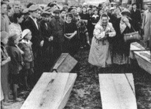 Погром в Кельце. Похороны евреев, убитых поляками.Польша 1946