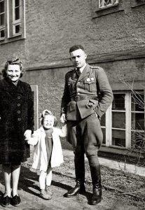 Майор Феликс Беатус с женой Франческой и дочерью. Штеттин.1946
