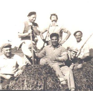 Февраль 1956 г. Добровольцы Петах-Тиквы с секретарём Рабочего Совета города Хаимом Белым