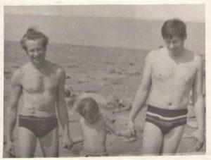 Три поколения мужчин нашей семьи: отец, брат и сын брата Глеб в 1978 году в Прибалтике