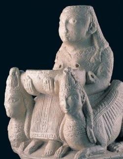 Богиня Астарта на троне, керубы. VI‑V вв. до н. э.