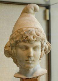 Бюст Аттиса. Паросский мрамор, второй век нашей эры.