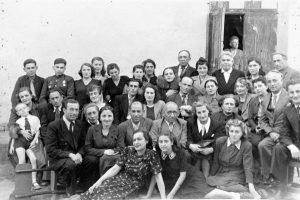 Труппа Одесско-Харьковского ГОСЕТа. Самарканд, 1945 г. Личный архив Ф. Миндлина