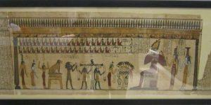 Часть Книги мёртвых из Ахмима, изображающий суд Осириса. Египетский музей и собрание папирусов в Берлине. Документ датируется периодом 595–589гг. до н.э., когда правил фараон Псамметих II