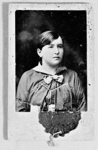 Лиза Фельдшер ― гимназистка. 1916г.