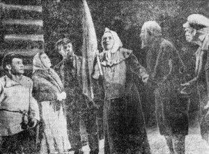 Сцена из спектакля Одесского ГОСЕТа «Мать» по М.Горькому. Ниловна ― Л.Бугова. Личный архив Ф.Миндлина