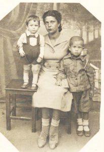 На этомфото отец впервые увидел меньшего сына. Он получил заказное письмо 31.08.44г., за 39 дней до гибели 10.10.1944г.