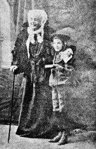 Э-Р. Каминская в роли Миреле Эфрос, и её дочь, актриса Ида Каминская в роли внука Миреле, Шломо. Варшава, 1905г.