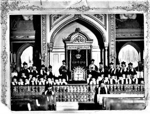 Пинхас Миньковский и хор мальчиков перед ковчегом в бродской синагоге. Одесса, 1910 год