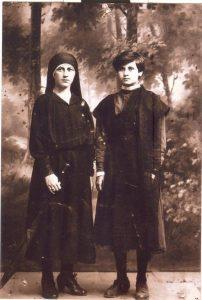 Рахиль (Роза) Баскина с ее тетей (имя неизвестно, девичья фамилия Стрельцис), уехавшей в Палестину, 1914 г.