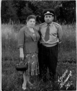 Берта Климентьевна Блох-Вайнцвайг с сыном Леонидом Рафаиловичем Вайнцвайгом, 1961 г.