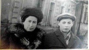 Шена/Жанна Иосифовна Соловьева, внучка Ривы Фельдман-Темкиной, с сыном Вадиком, Херсон, 1960-1970-е годы