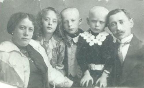 Семья Каневских, Николаев, 1913 г. Отец Бориса, сын Гитель Берковны, Арий Юдкович (Адольфович) Каневский