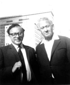 Шломо Эвен-Шошан с писателем Анатолием Кузнецовым. При переводе повести А.Кузнецова «Бабий Яр» на иврит (Израиль, 1971) Шломо восстановил все, что было выброшено в журнале «Юность» в 1966 году