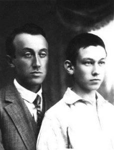 Старший из братьев Цви Эвен-Шошан (1898–1968) с 15-летним Шломо (1925), по приезде его в Эрец-Исраэль