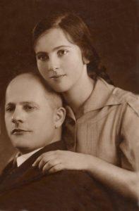Владимир Ильич Кваша с дочерью Димой, 1940