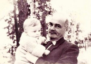 Фото профессора Л.С. Каменомостского с внуком Давидом