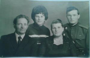 СемьяГорбман. Слева направо: Давид Исаакович, Людмила Дмитриевна, Ольга Матвеевна, Илья Давидович.