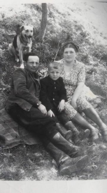 Фото 50-х годов. Слева направо: Давид Исаакович, Илья Давидович, Ольга Матвеевна
