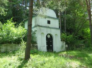 """Фото 001: Мемориал """"Шахта"""". На месте гибели евреев Дунаевец 8 мая 1942 года в селе Демьянковцы."""