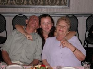Фото №22: Дочь спасенного Лувиш Дуки (из Миньковец) Соня Шейдвассер с родными; США
