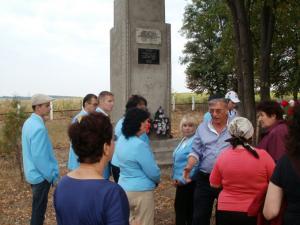 Фото №22a: У Мемориала Памяти еврея Миньковец; август 2011 года