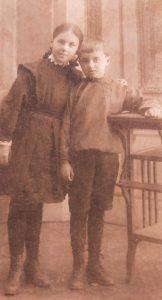 Туся с любимым братом Володей