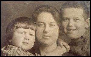Туся с Идой (слева) и Сашей (справа)