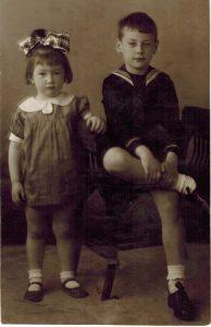 Маленькие Надя и Алик