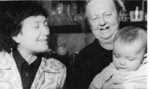 Бабушка Надя, прабабушка Туся и дочь автора книги Радуля (Эстер)
