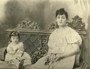 Мирра Борисовна Экслер с сыном Львом; Фотография середины 20-х годов