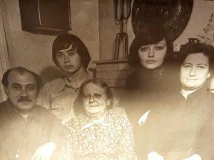 Фотография семьи начала 1980-х гг. Леонид, Вадим, Генриэтта, Лиана и Надежда