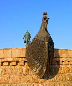 Памятник тверскому купцу и путешественнику Афанасию Никитину в Калинине/Твери