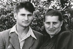 С мамой. Хмельник, 1954 год