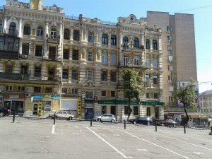 Дом на углу улиц Бульварно-Кудрявской и Дмитриевской, в котором я жил после гибели мамы в Бабьем Яру
