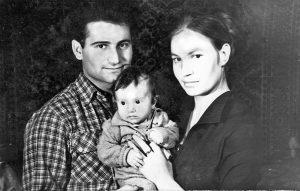 С Леночкой и Люсей в отпуске. Хмельник, 1958 г.