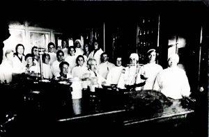 Мой дедушка с коллективом аптеки. 1924 (?)